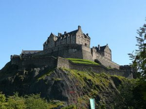 1200px-Edinburgh_Castle_17.jpg