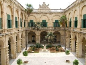 Malta-palace-of-grand-masters.jpg