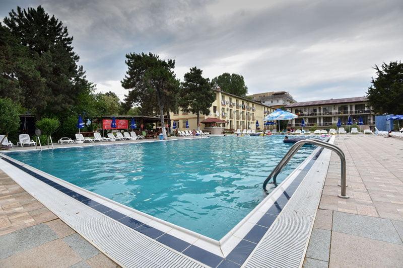 Hotel Q Neptun 3* – Litoralul pentru toti