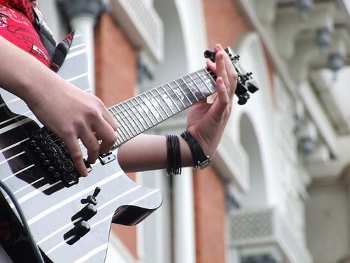 O buna idee de cadou, Lectie privata chitara electrica in Cluj-Napoca 4