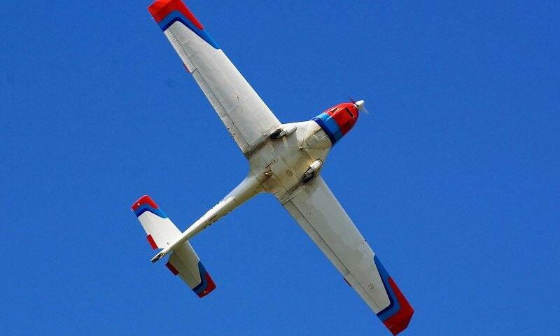 O buna idee de cadou, Lectie de zbor cu avionul in Targu Jiu 4