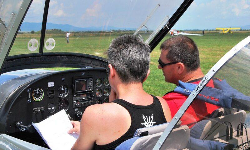 O buna idee de cadou, Lectie de zbor cu avionul in Constanta 4