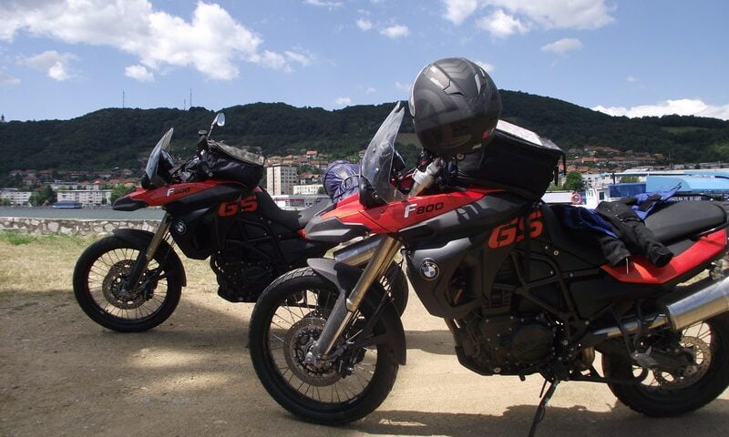 O buna idee de cadou, Plimbare in Transilvania cu motocicleta BMW F800 4