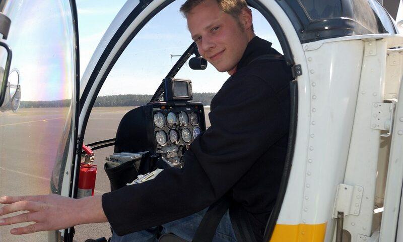 O buna idee de cadou, Lectie de zbor cu elicopterul in Bucuresti 4