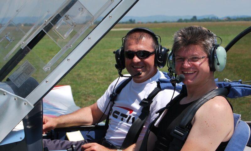 O buna idee de cadou, Lectie de zbor cu avionul in Brasov 3