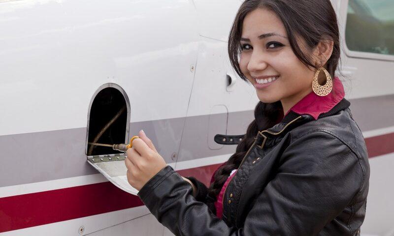 O buna idee de cadou, Lectie de zbor cu avionul in Targu Mures 4