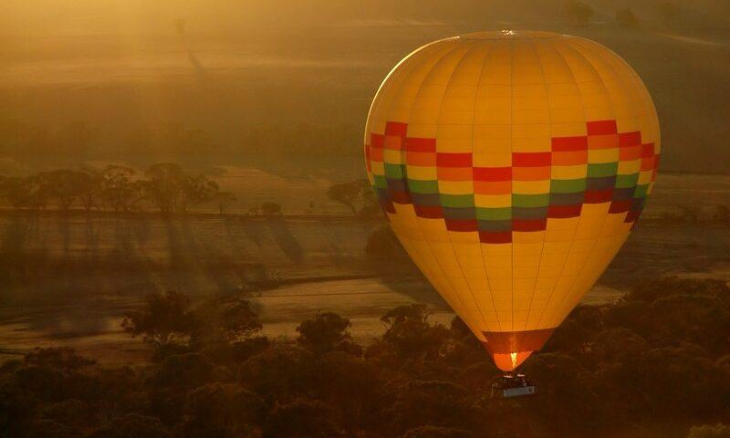 O buna idee de cadou, Zbor cu balonul in Arad pentru 2 4