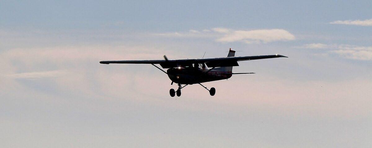 O buna idee de cadou, Lectie de zbor cu avionul in Satu Mare 4