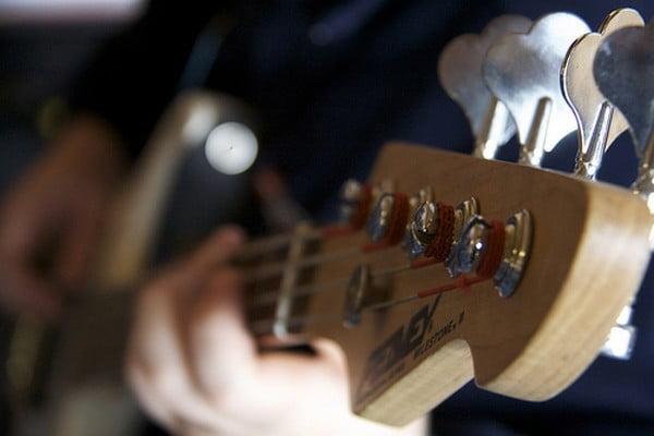 O buna idee de cadou, Lectie privata chitara bas in Bucuresti 4