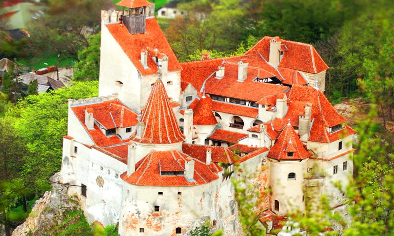 O buna idee de cadou, Survol cu elicopterul si invitati deasupra castelului Bran - Bucuresti 4