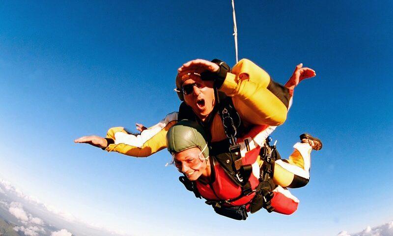 O buna idee de cadou, Skydiving - Salt cu parasuta in Bucuresti pentru 2 3