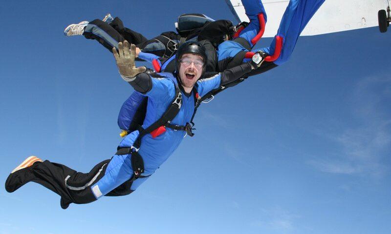 O buna idee de cadou, Skydiving - Salt cu parasuta in Bucuresti 3