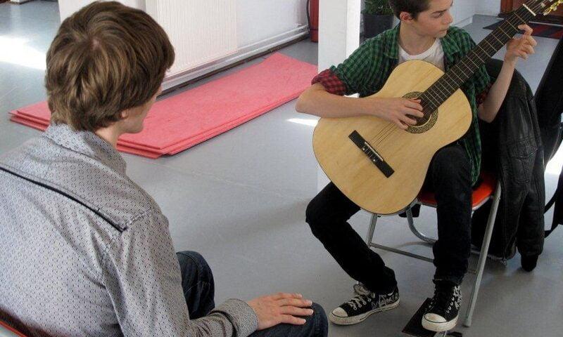 O buna idee de cadou, Lectie privata chitara clasica in Bucuresti 4