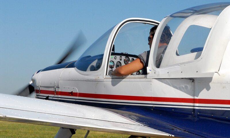 O buna idee de cadou, Lectie de zbor cu avionul in Piatra Neamt 4