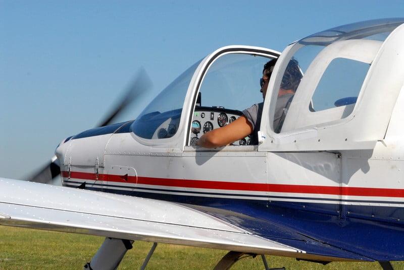 O buna idee de cadou, Lectie de zbor cu avionul in Iasi 4