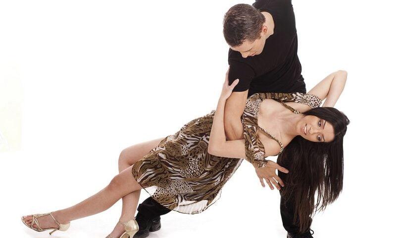 O buna idee de cadou, Lectie de salsa pentru cupluri in Bucuresti 4