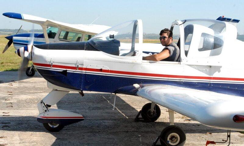 O buna idee de cadou, Lectie de zbor cu avionul in Oradea 4