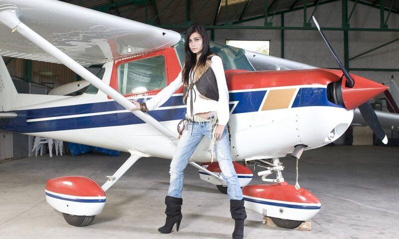 O buna idee de cadou, Lectie de zbor cu avionul in Pitesti 3