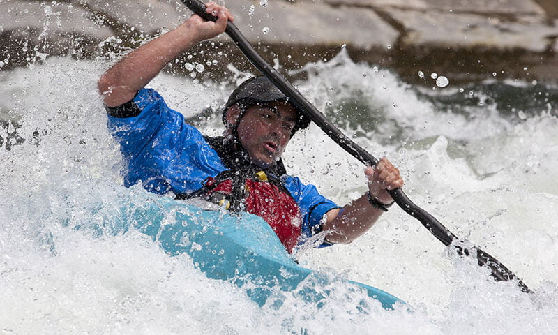 O buna idee de cadou, White water rafting pe raul Jiu pentru 2 4