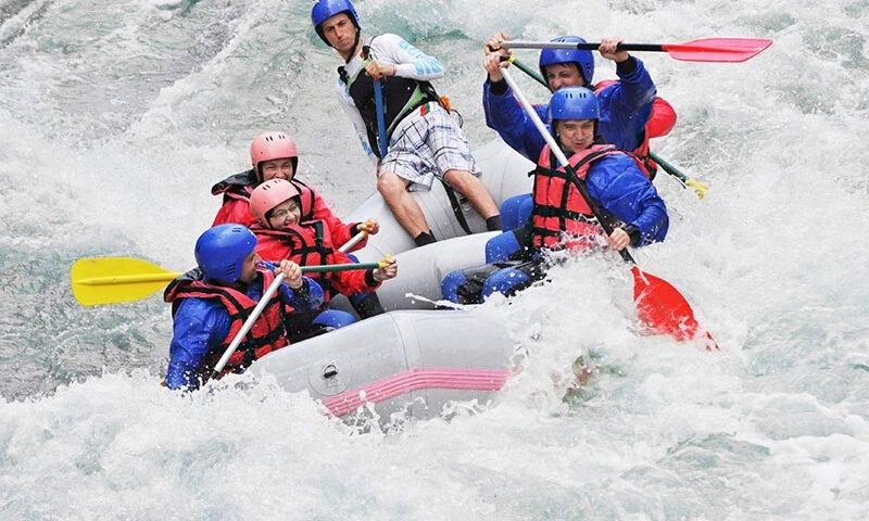 O buna idee de cadou, White water rafting pe raul Jiu si invitati 4