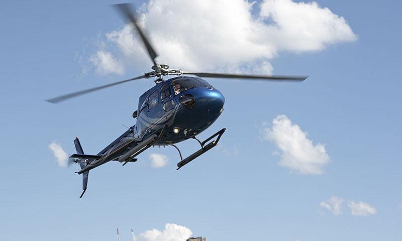 O buna idee de cadou, Champagne flight VIP - Zbor cu elicopterul pentru 2 4