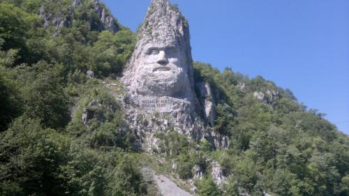 Foto cu Statuia lui Decebal de la cazane